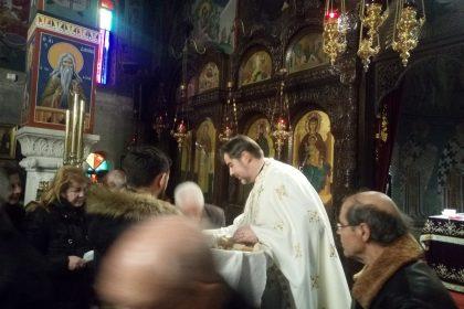 Sfânta Liturghie din Nea Makri